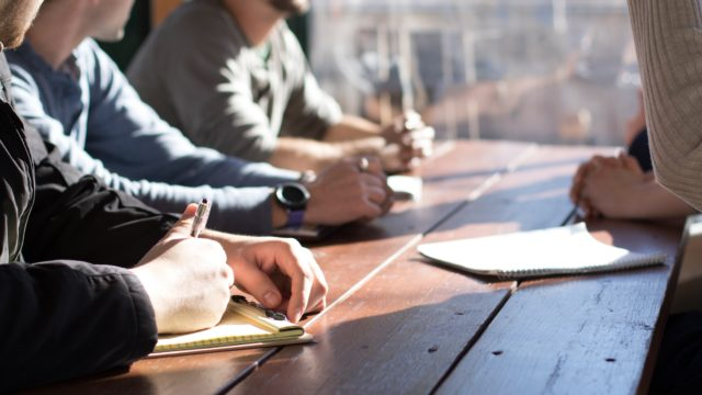 Prodej ready made firem je součástí širšího podnikatelského servisu. Chcete vědět, kdo má o jejich koupi největší zájem a jaké další služby lze dnes běžně získat?